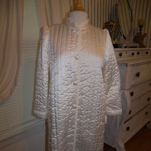 Miss Elaine Quilted Satin NWT $108 Robe Sm AWESOME